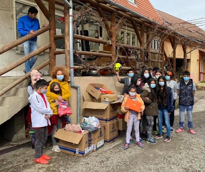 A Magyarfülpösi közösség örül a sok adománynak.